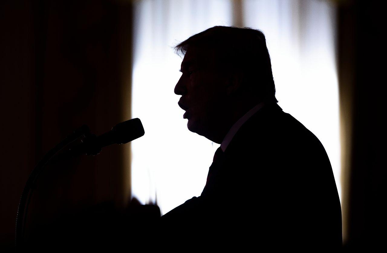 Het silhouet van de Amerikaanse president Donald Trump.