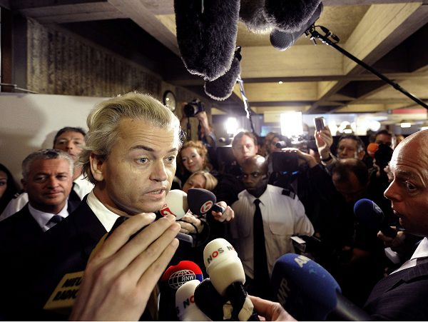 Dutch right-wing politician Geert Wilders of the Freedom Party talks to the media in Amsterdam June 23, 2011. A Dutch court on Thursday acquitted populist politician Geert Wilders of charges of inciting hatred against Muslims, in a case that tested freedom of speech in the traditionally liberal country. REUTERS/Toussaint Kluiters/United Photos (NETHERLANDS - Tags: POLITICS CRIME LAW RELIGION)