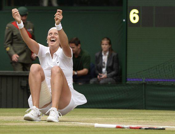 Petra Kvitova uit Tsjechië viert haar overwinning op Eugenie Bouchard.