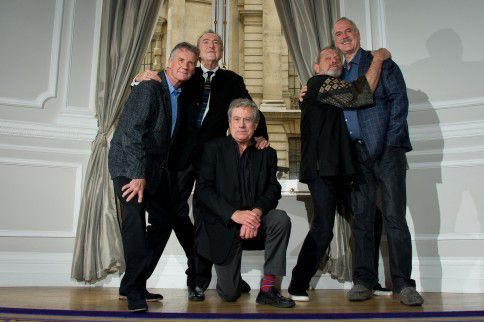 De mannen van Monty Python. Van links naar rechts: Michael Palin, Eric Idle, Terry Jones, Terry Gilliam en John Cleese.