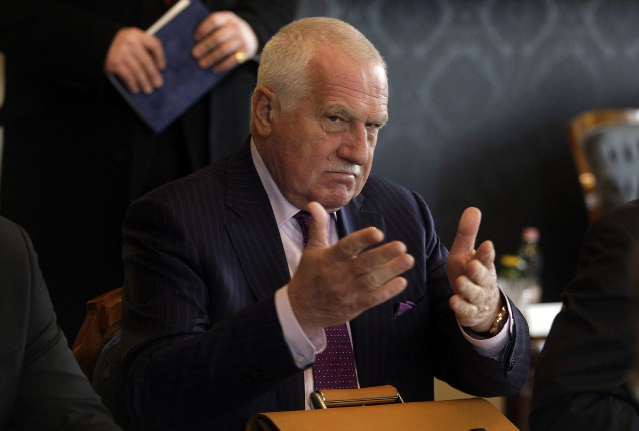President of the Czech Republic Vaclav Klaus gestures during a meeting with Hungarian President at the Presidental 'Sandor' Palace in Budapest on December 4, 2012. Klaus pays a two-day visit to Hungary. AFP PHOTO / FERENC ISZA
