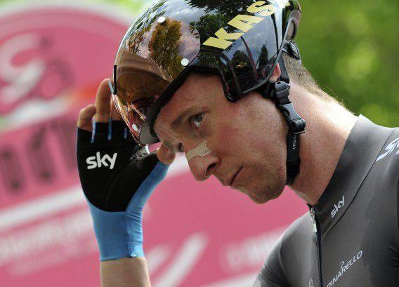 Sir Bradley Wiggins voor de start van de achtste etappe in de Giro d'Italia.