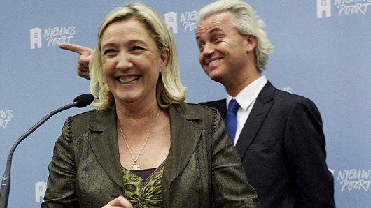 Geert Wilders en Marine Le Pen tijdens de presentatie van hun verbond in Nieuwspoort.