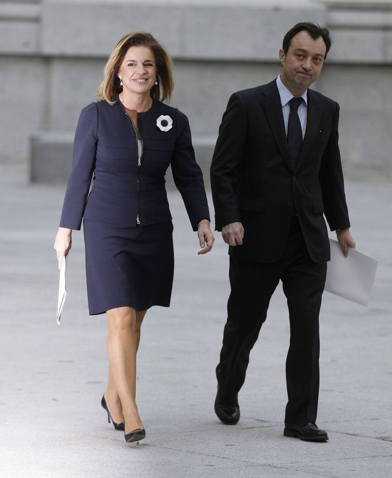 New Madrid Mayor Ana Botella (L), wife of former Spanish Prime Minister Jose Maria Aznar, arrives with Madrid Deputy Mayor Manuel Cobo for her swearing-in ceremony at Madrid's Town Hall December 27, 2011. REUTERS/Andrea Comas(SPAIN - Tags: POLITICS ELECTIONS)