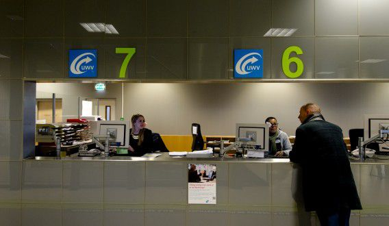 Werkzoekenden bij het Werkplein van het UWV in Amsterdam.