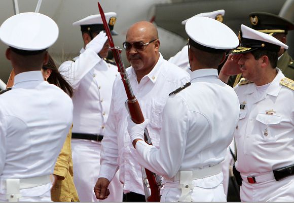 Caption: Suriname's President Desi Bouterse walks past ceremonial guards as he arrives for the Americas Summit in Cartagena, April 13, 2012. The leaders summit will be held April 14-15. REUTERS/Joaquin Sarmiento (COLOMBIA - Tags: POLITICS)