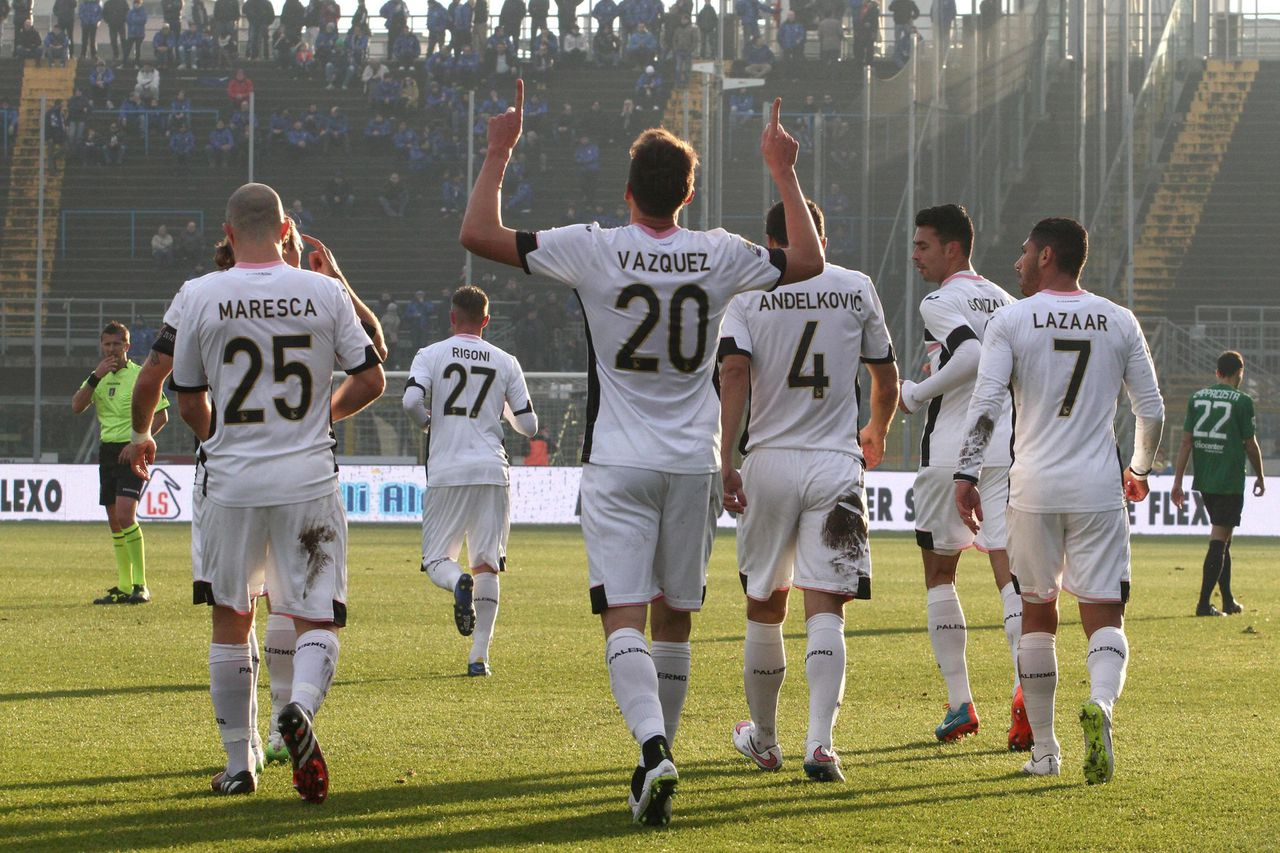 epa04537145 Franco Vazquez of Palermo celebrates with his teammates after scoring (0-2) during Serie A soccer match Atalanta-Palermo in Bergamo, 21 December 2014. EPA/PAOLO MAGNI