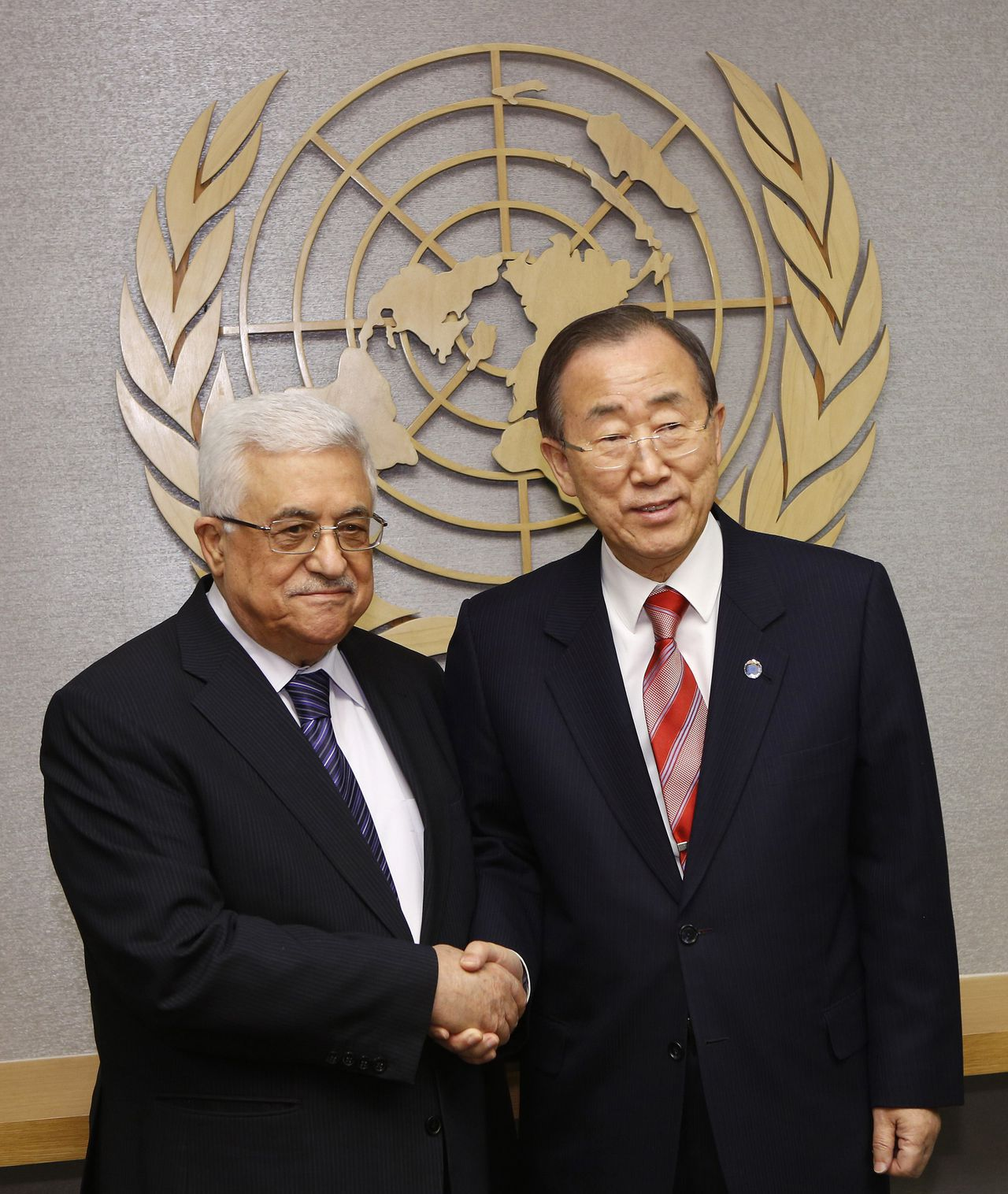 Palestinian President Mahmoud Abbas (L) shakes hands with United Nations Secretary General Ban Ki-moon at the U.N. headquarters in New York November 28, 2012. A Palestinian bid for indirect U.N. recognition of statehood received vows of support from more than a dozen European nations as of Wednesday, and diplomats said this backing may deter Israel from harsh retaliation against the Palestinian Authority for seeking to upgrade its U.N. status. REUTERS/Chip East (UNITED STATES - Tags: POLITICS)