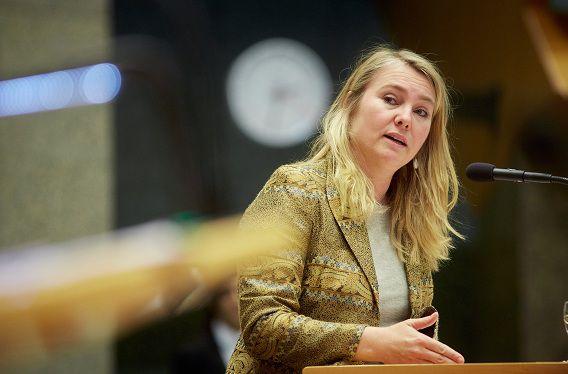 Minister van Infrastructuur en Milieu Melanie Schultz van Haegen-Maas tijdens het vragenuurtje in de Tweede Kamer.