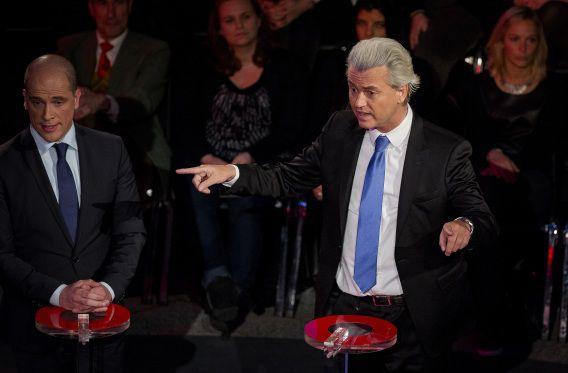 PvdA-leider Diederik Samsom en PVV-leider Geert Wilders bij het NOS verkiezingsdebat in het Stadhuis in Den Haag.