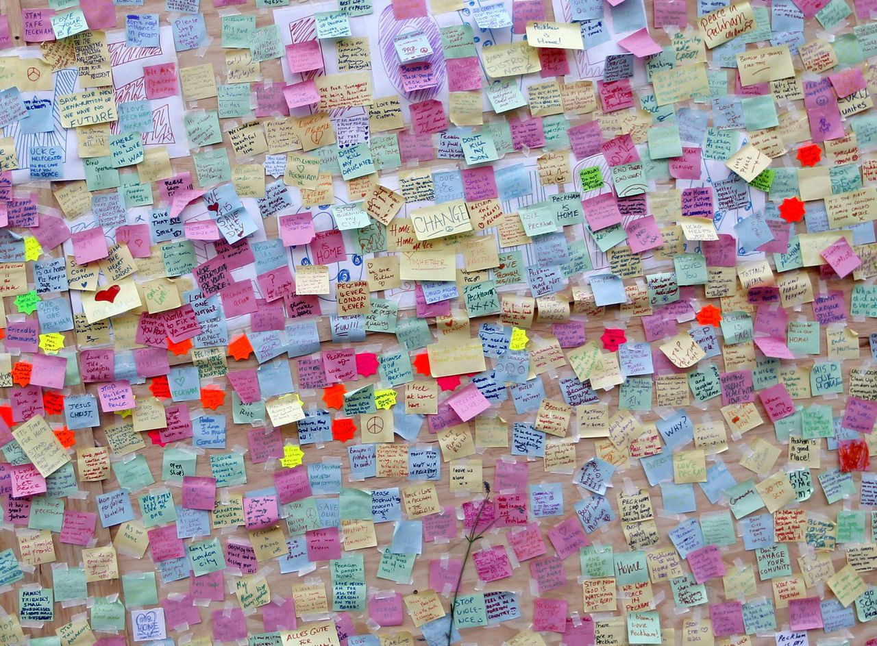 Hundreds of messages of support from the community of Peckham are seen posted on a looted storefront in southeast London August 10, 2011. British cities began on Wednesday to clean up shopping streets littered with debris from a night of looting by gangs of hooded youths copying the tactics of young Londoners who had rampaged through districts of the capital for three nights. REUTERS/Chris Helgren (BRITAIN - Tags: POLITICS CRIME LAW BUSINESS)
