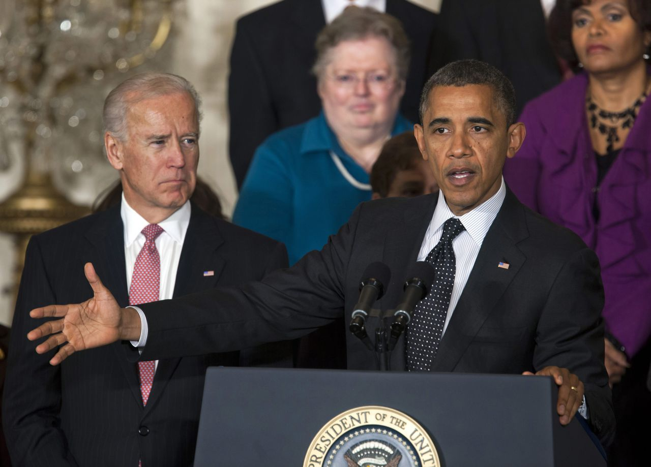 epa03465123 US President Barack Obama, next to Vice President Joe Biden (L), speaks to reporters about working with Congress to avoid the so-called 'fiscal cliff' in the East Room of the White House in Washington DC, USA, 09 November 2012. Economists have reportedly warned that the fiscal cliff - seven trillion US dollars worth of spending cuts and tax hikes -could send the US back into recession if it goes into effect at the start of 2013. EPA/JIM LO SCALZO