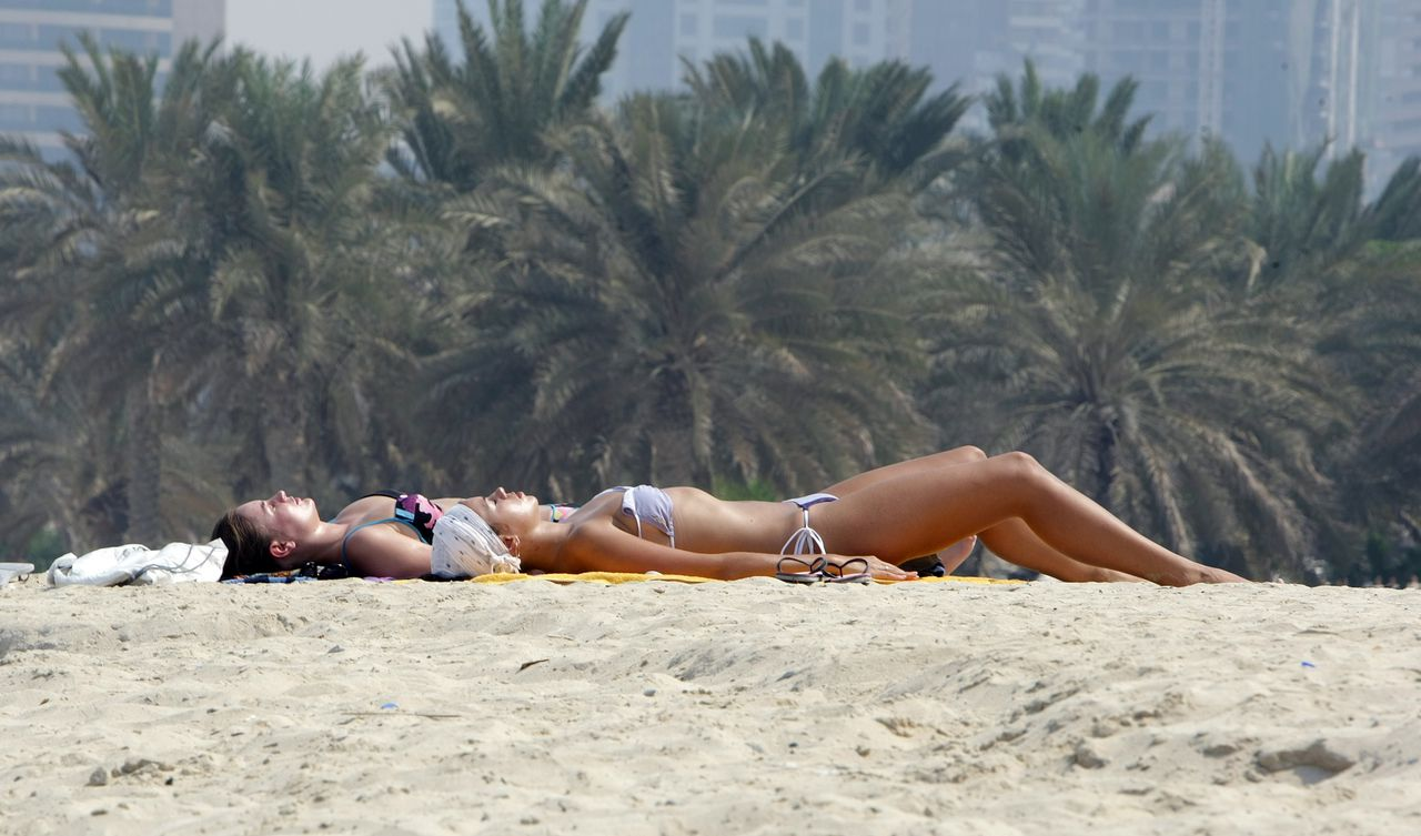 TO GO WITH AFP STORY (FILES) A picture taken on September 15, 2010 shows foreign women sun-bathing on the beach in the Gulf emirate of Dubai. Scenes of foreign women wearing revealing clothing has increased in commerical centres, which has provoked Emirati women to start campaign on the social networking site, Twitter, to defend the decency and tradition of their culture. AFP PHOPTO/KARIM SAHIB