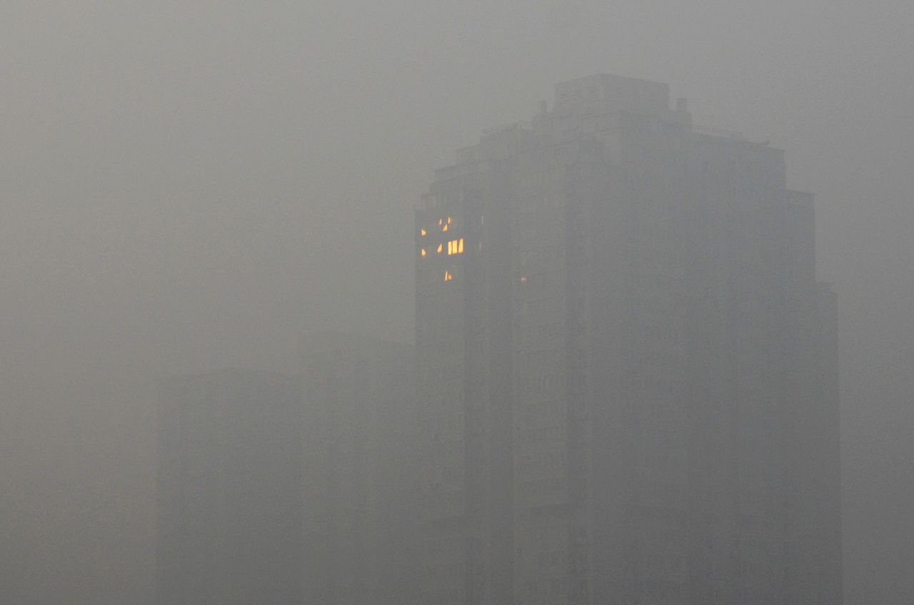This picture taken on January 12, 2013 shows sun light being reflected in a window of a building in Beijing. Dense smog shrouded Beijing on January 12, with pollution at hazardous levels for a second day and residents advised to stay indoors, state media said. AFP PHOTO / WANG ZHAO